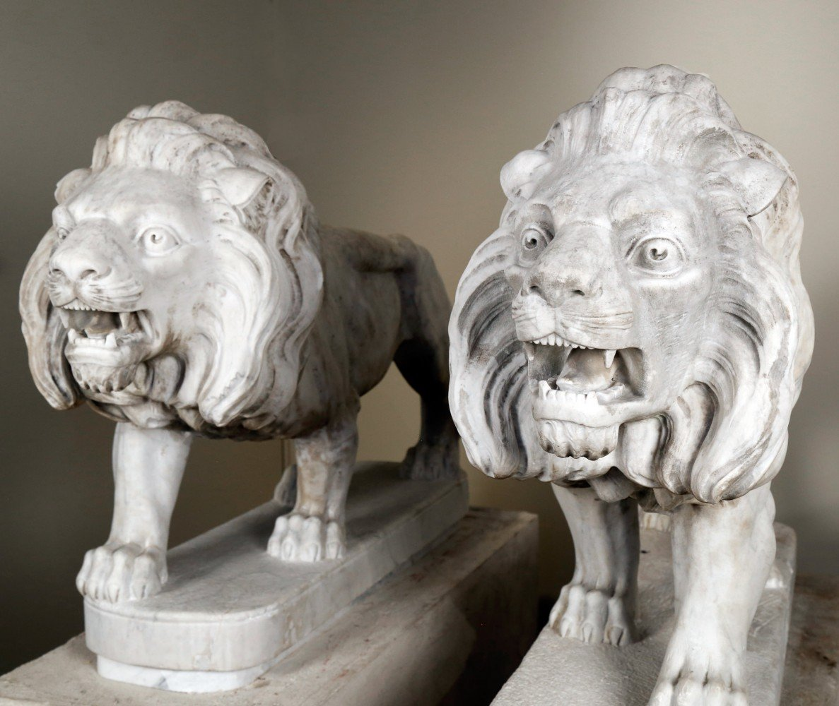 Matched Pair of 19thc. Carrara Marble Italian Carved Lions by 19th Century Italian School