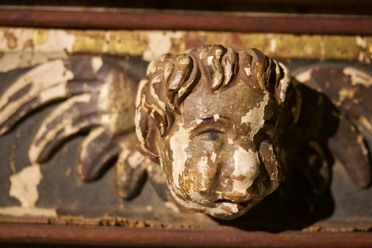 Pair of Carved Putti Bust in the Manor of Raphelle