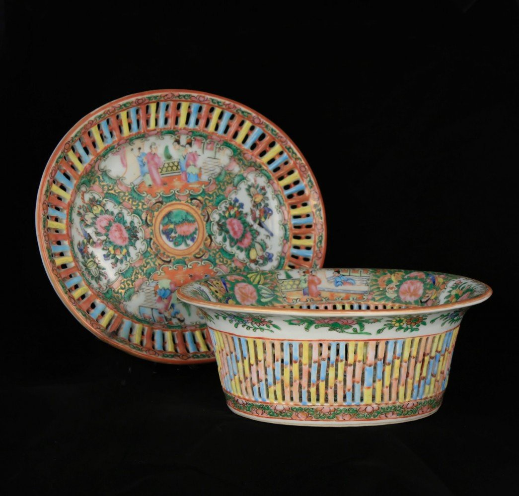 Rose Medallion Chestnut Basket and Underplate
