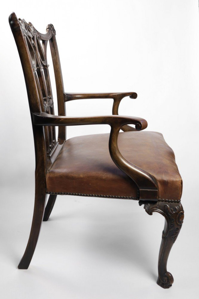 Mahogany Decorative Arts: