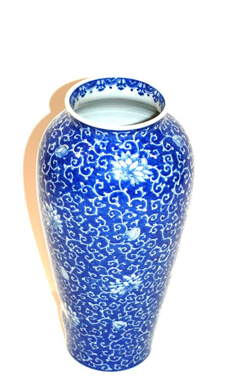 A Japanese Blue and White Glaze Vase, Meiji Period, Chrysanthemum Design